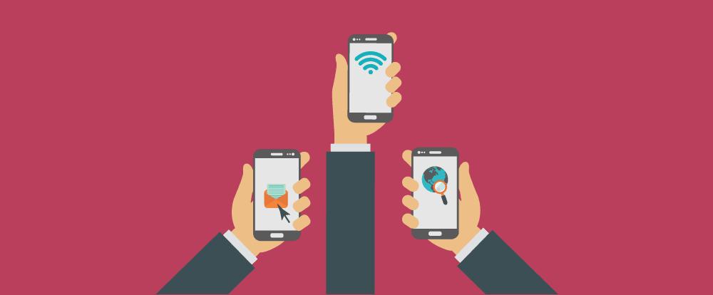 imagem de três pessoas segurando celular com aplicativos de eventos